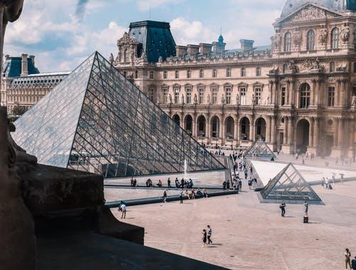 法国留学公立大学有那些好的文科专业推荐?